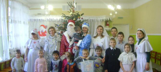 Сестры милосердия и молодые прихожане  храма поздравили воспитанников Центра помощи детям, оставшимся без попечения родителей с Рождеством Христовым