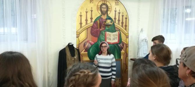 В нашем храме прошла серия экскурсий для школьников по приходской музейной экспозиции «Образ доброго пастыря»